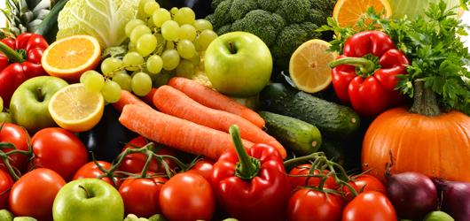 38b84164b As cenouras, que contêm vitamina A, são realmente boas para os olhos. Mas,  frutas frescas e vegetais folhosos de coloração verde escuro, que contêm  mais ...
