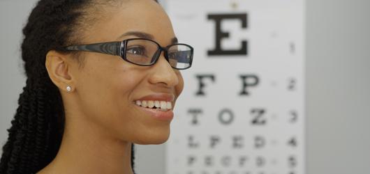617d83689 Independentemente de precisar usar óculos para enxergar melhor de longe ou  de perto, a recomendação é usá-los ininterruptamente, pois nessas  circunstâncias ...